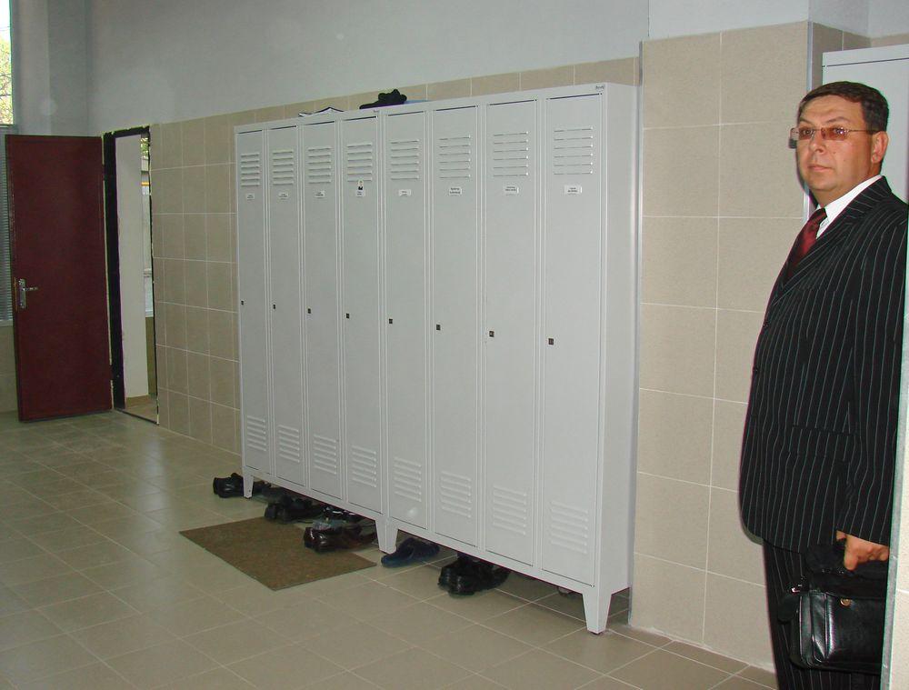 Металлические шкафчики в раздевалку
